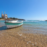 Little boat in a bay — Stock Photo #76490671