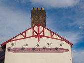 The longest place name of the UK, Llanfairpwllgwyngyll, on one of the public buildings in the town — Stockfoto