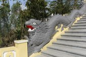 Staircase with a handrail in the form of a dragon — Stock Photo