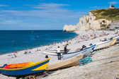 ETRETAT, FRANCE - : Etretat cliff and its beach with unknown peo — Stock Photo