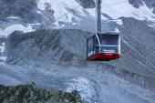CHAMONIX, FRANCE - AUGUST 2: Cable Car from Chamonix to the summ — Stock Photo
