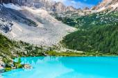 Turquoise Sorapis Lake  in Cortina d'Ampezzo, with Dolomite Moun — Stock Photo