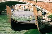 Gondola v canal grande benátky historické centrum — Stock fotografie