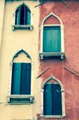Traditional window of typical old Venice building — Stock Photo