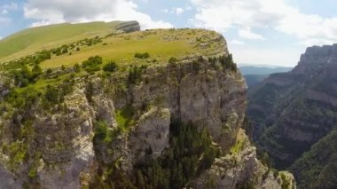Aerial video of Canyon de Anisclo in Parque Nacional Ordesa y Monte Perdido, Spain — Video Stock