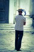 Gondolier on the docks awaiting tourists in Venice, Italy — Stock Photo
