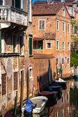 Venedik binalar ve tekneler boyunca canal grande, venice, i̇talya — Stok fotoğraf