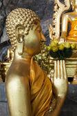 Posągi Buddy na tygrysa jaskini świątyni w pobliżu krabi, Tajlandia — Zdjęcie stockowe