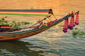 Лодка на берегу реки Чао Прайя, Бангкок, Таиланд — Стоковое фото