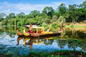 Thai traditional  boats on the lake near,Bayon temple in Angkor  — Zdjęcie stockowe