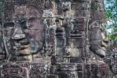 Caras de bayon antiguo templo de angkor wat, siem reap, camboya — Foto de Stock