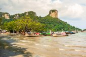 Krabi,Thailand,December 11,2013:Railay beach, Krabi, Andaman sea — Stock Photo