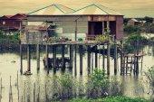 Homes on stilts on the floating village of Kampong Phluk, Tonle  — Stock Photo