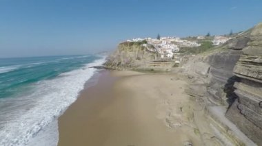 Aerial video footage of Azenhas do Mar, located on the cliffs near Sintra, Portugal. — Stockvideo