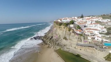Aerial video footage of Azenhas do Mar, located on the cliffs near Sintra, Portugal. — Stock Video