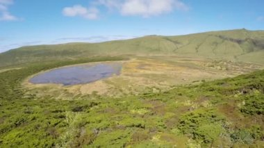 Aerial video footage of the lake branca,volcano in azores, Fayal, Portugal — Vidéo