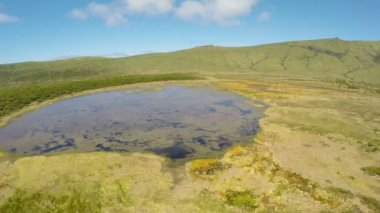 Aerial video footage of the lake branca,volcano in azores, Fayal, Portugal — Stock Video