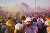Thousands of people take part in the Color Run 2014 in Milan, Italy — Stock Photo