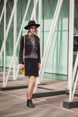 外面 jil sander 时尚的女人表明妇女米兰时装周 2014年建设 — 图库照片
