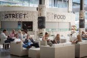 People resting at HOMI, home international show in Milan, Italy — Foto Stock