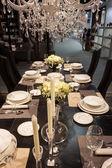 Elegancki stół na wystawie w homi, domu międzynarodowego pokazu w mediolan, włochy — Zdjęcie stockowe