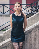 Pretty goth girl posing in urban landscape — Photo