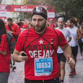 Athletes taking part in Deejay Ten, running event organized by Deejay Radio in Milan, Italy — Foto de Stock