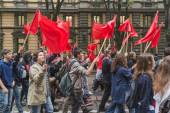 Thousands of students march in the city streets in Milan, Italy — Stock Photo