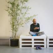 Man texting at Yoga Festival 2014 in Milan, Italy — Stock Photo