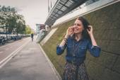 Pretty girl talking on phone in the city streets — Стоковое фото