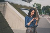 Pretty girl texting in the city streets — Stock Photo
