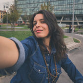 Pretty girl taking a selfie in the city streets — Stock Photo