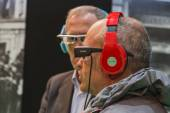 Guys wearing glasses for augmented reality at Smau 2014 in Milan, Italy — Stock Photo