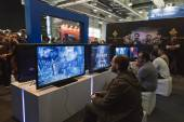 People playing at Games Week 2014 in Milan, Italy — Foto Stock