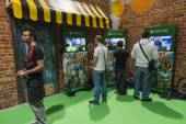 People playing at Games Week 2014 in Milan, Italy — Stock Photo