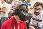 Guy trying Oculus headset at Games Week 2014 in Milan, Italy — Stock Photo