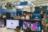 People playing at Games Week 2014 in Milan, Italy — Stockfoto