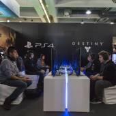 People playing at Games Week 2014 in Milan, Italy — Stock Photo
