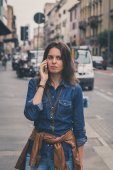 Pretty girl talking on phone in the street — Stock Photo
