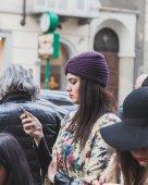 Mensen buiten John Richmond modeshow bouwen voor mannen van de Milaan Fashion Week 2015 — Stockfoto