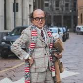 People outside Ferragamo fashion show building for Milan Men's Fashion Week 2015 — Stock Photo