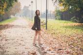 Beautiful young woman posing in a city park — Stock Photo