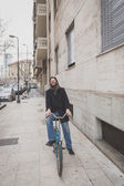 Young handsome bearded man posing with his bicyle — Stock Photo