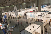 Top view of people and booths at Miart 2015 in Milan, Italy — Stockfoto