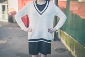 Detail of a girl posing in an urban context — Stock Photo