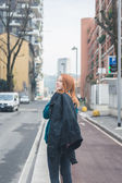 Beautiful girl posing in the city streets — Stock Photo