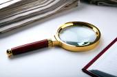 Magnifying glass and paper  — Stock Photo