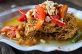 Som Tum, Thai papaya salad. Traditional Thai food — Stock Photo