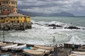 Sea in tempest on rocks of italian village — Stock Photo