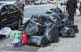 Garbage in new york street — Stock Photo
